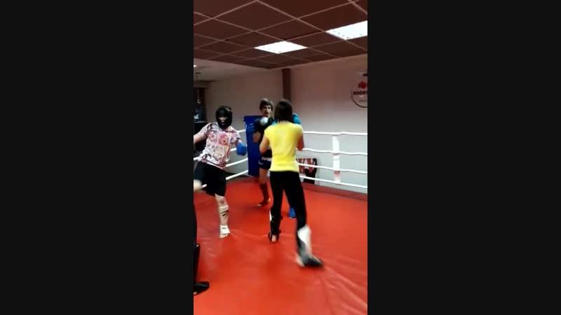 Тренировка по тайскому боксу. Тренер Михаил Грицаненко