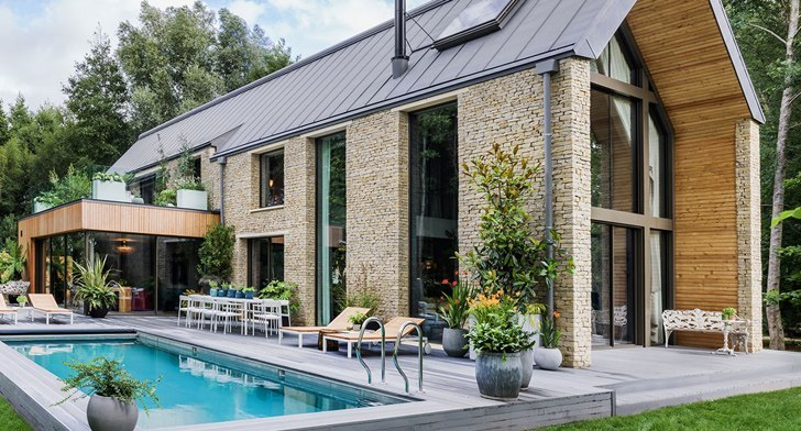 прекрасный дом у водоема