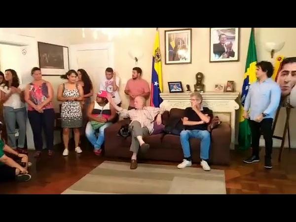 Ato no consulado venezuelano em apoio a posse e eleição de Maduro