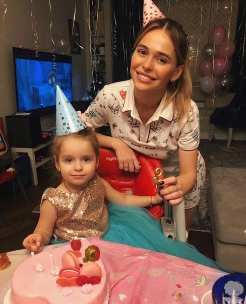 Анна Хилькевич с дочкой Аришей