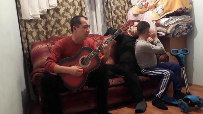 Рахман гитарист каракалпак (1).mp4