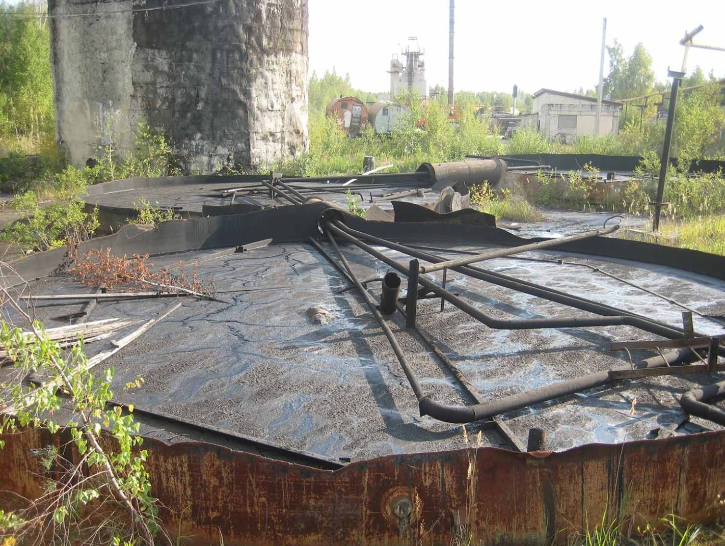Бесплатно утилизируем старые и заброшенные бочки, резервуары, хронилище от мазута, гудрона и битума.