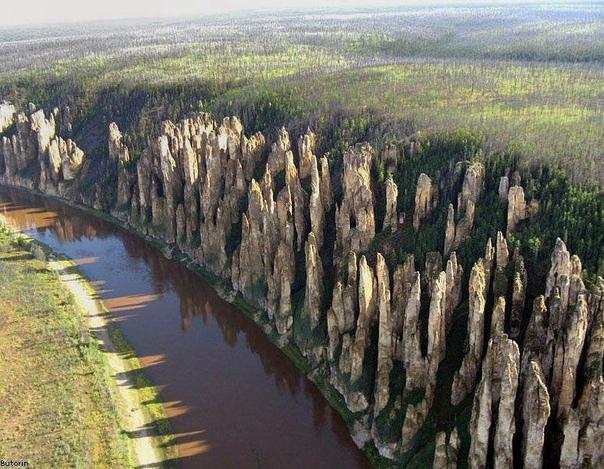 Ленские столбы: геологическая аномалия в Якутии На территории заповедника сосредоточены тысячи вытянутых вверх скальных образований, высота которых достигает 100 метров. Общая площадь парка -
