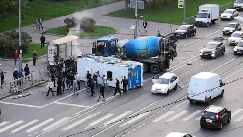 Последствия смертельного ДТП в Петербурге с маршрутным такси.
