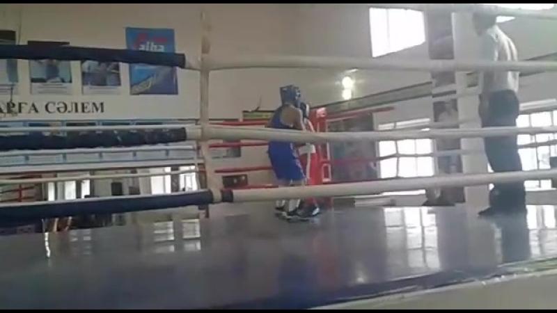 Жеткерген Абдулхамид в синей форме.