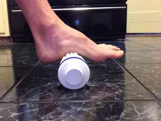 Попробуйте массаж бутылочкой со льдом при фасциите