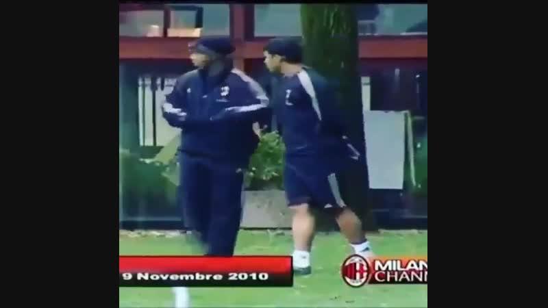 Футбольный волшебник, легенда Рональдиньо!