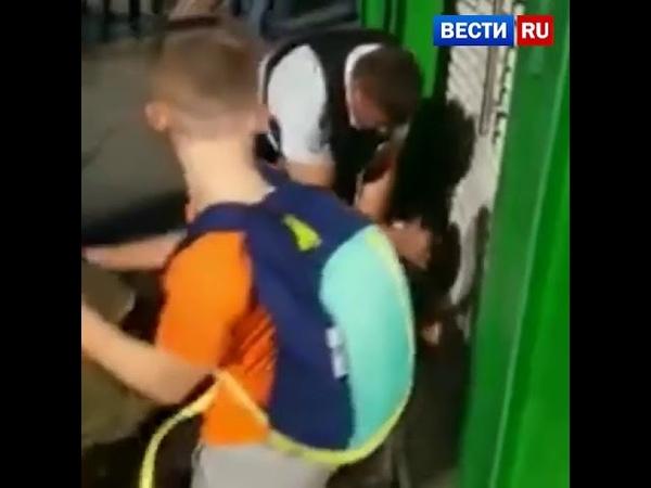 В Домодедово менты жестко избили мужчину на глазах ребенка и жены