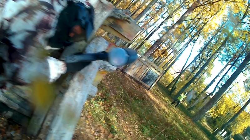 обучение бойцов Berkyta правильным обращением топором против врагов в лесистой местности!)