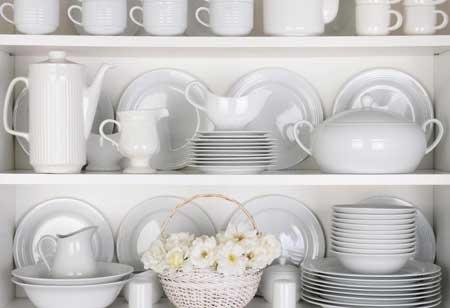 При покупке посуды важно учитывать размеры хранения и шкафа.