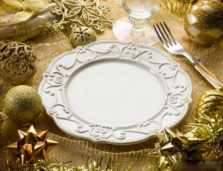 Некоторые люди предпочитают покупать специальную посуду на праздники.
