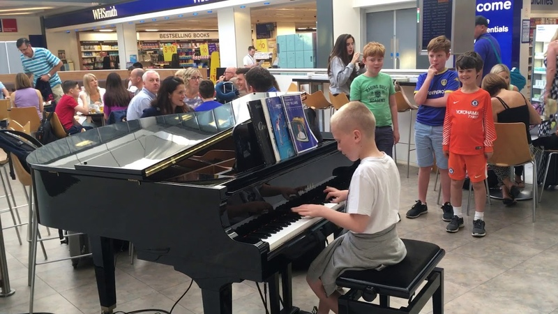 Amazing airport pianist- Harrison aged 11 plays Ludovico Einaudi cover Nuvole Bianche