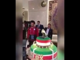 Салаха невероятно мило поздравили с ДР золотой бутсой на торте