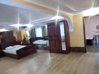 Лоо 2018. Гостевой дом Ягодка. Двухкомнатный номер на 1 этаже.