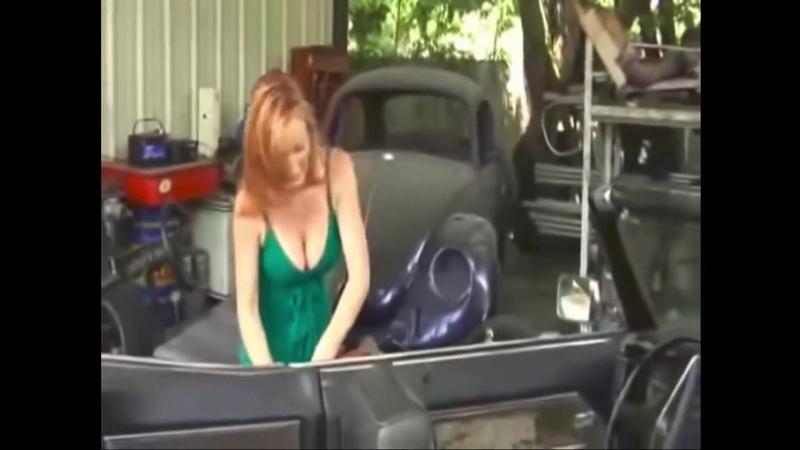 Girl sexy cranking and revving Kız seksi marş basıp devir yaptırıyor