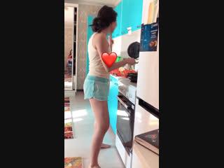 Как Жибек готовит завтрак