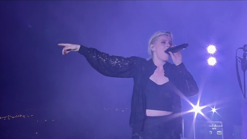 Robyn – Dancing On My Own (Live at Roskilde Festival 2019)