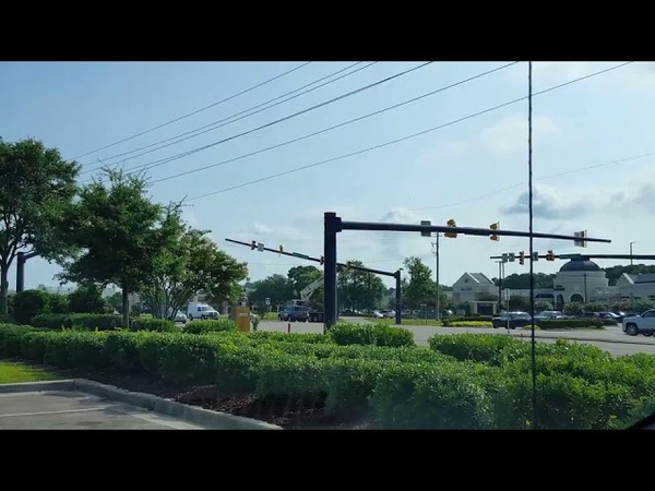 Truck Tears Down Power Line and Knocks Over Traffic Pole - 998103