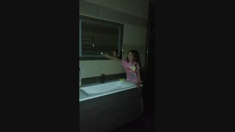 так включается подсветка зеркала в ванной