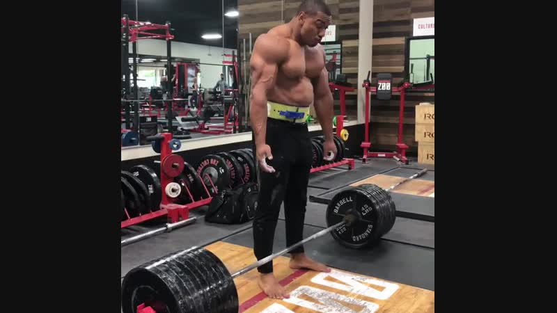 Larry Wheels 855lbs (~389kg) Dead Lift