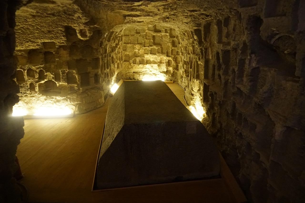 Серапиум - святилище священного быка Аписа Серапиум, место, быков, храмы, святилище, саркофагов, точнее, захоронения, только, пирамида, здесь, такой, хоронили, выглядят, Египте, новые, Последующие, фараоны, расширяли, центров
