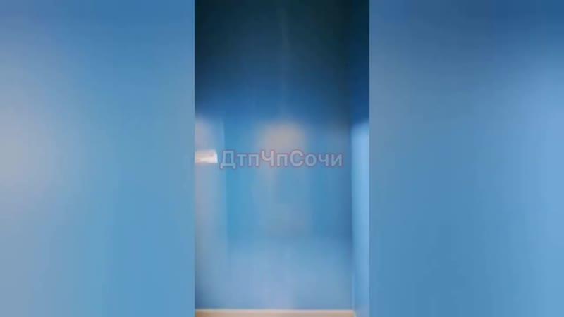 Кабинеты и коридоры нового перинатального центра в Сочи залиты водой
