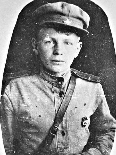 Он сбежал на войну в 11 лет: грудью ложился на пулемет, дважды хоронили заживо... Звали его Петя. Петр Филоненко. Пацаненок сбегает из дома на фронт. Прошел всю Войну! Но почему сбежал А он сам