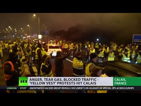'Yellow Vest' protest grips Calais; France gears up for more unrest - YouTube