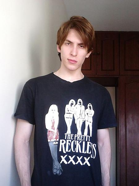 Бразилец удивляет густыми и длинными волосами как у Рапунцель. Криштиану Бага из Бразилии начал отращивать свои волосы семь лет назад без особой на то причины. «Мне просто нравятся длинные