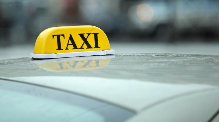 В Зеленчукской таксист обокрал клиентку