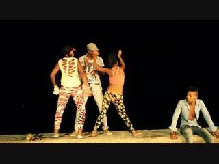 Cubana_&_Reggaeton_en_el_Malecón_de_la_Habana,_musica,_amor_y_parejas._DOCUMENTAL_CUBA.mp4