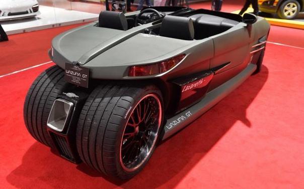Квадро-трайк Wazuma GT на 375 сил Транспортное средство обладает четырьмя колесами (но только тремя точками контакта), минималистичным кузовом, двумя сиденьями и двигателем спереди. Пара задних