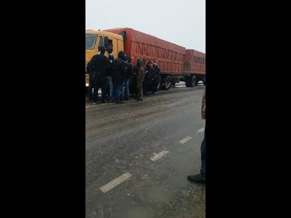 Арзгирские водители зерновозов требуют повышения ставок на перевозки