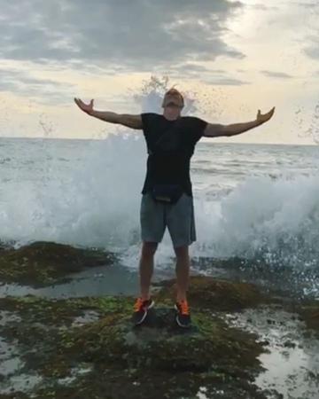 "💪Aʟᴇᴋsᴀɴᴅʀ Lɪᴀᴋʜᴏᴠ on Instagram ""Соскучился за этим шумом волн)   bali waves tanahlot aquam"