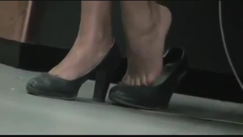 Frantic Shoeplay of a Hostess of the Italian Flag Company CANDID
