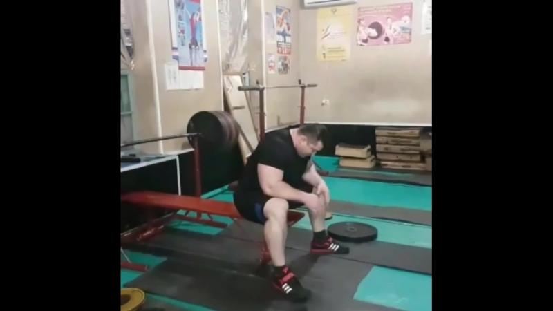 Так тренируется сильнейший в настоящее время жимовик России Асланбек Кушхов - 270х3