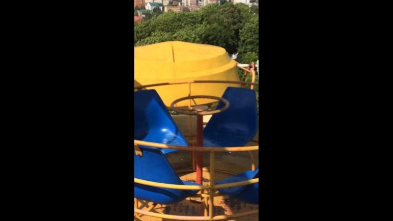 Я в парке Белинского катаюсь на колесе обозрения