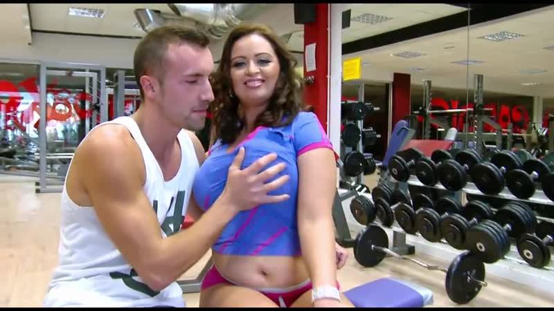 Not so fit chick catches up with sex activities in the gym
