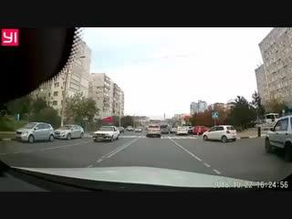 Держите маленьких детей за руку когда переходите дорогу
