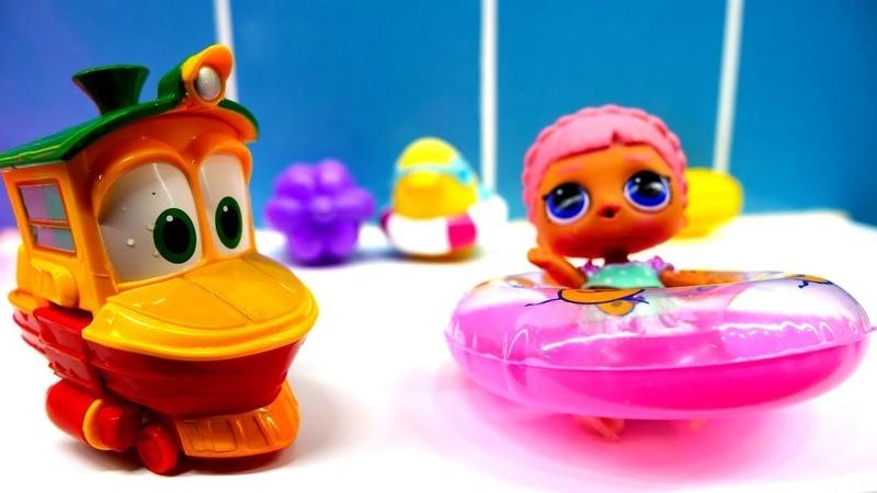 Bebek videosu. Duck oyuncaklarını yerine koyuyor.
