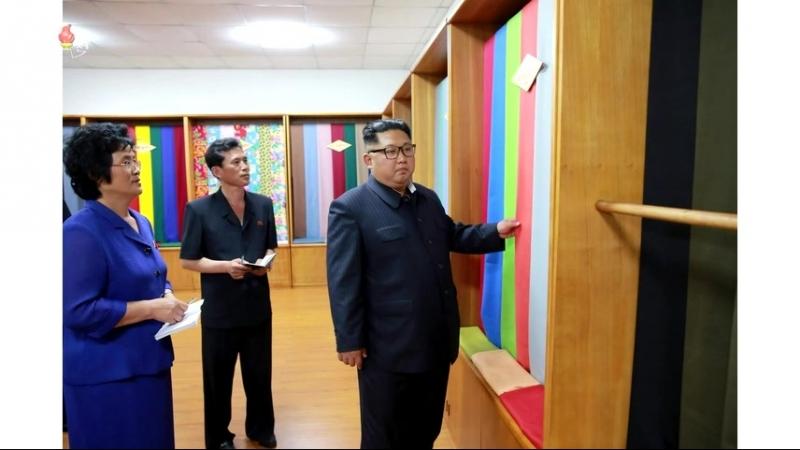경애하는 최고령도자 김정은동지께서 신의주방직공장을 현지지도하시였다