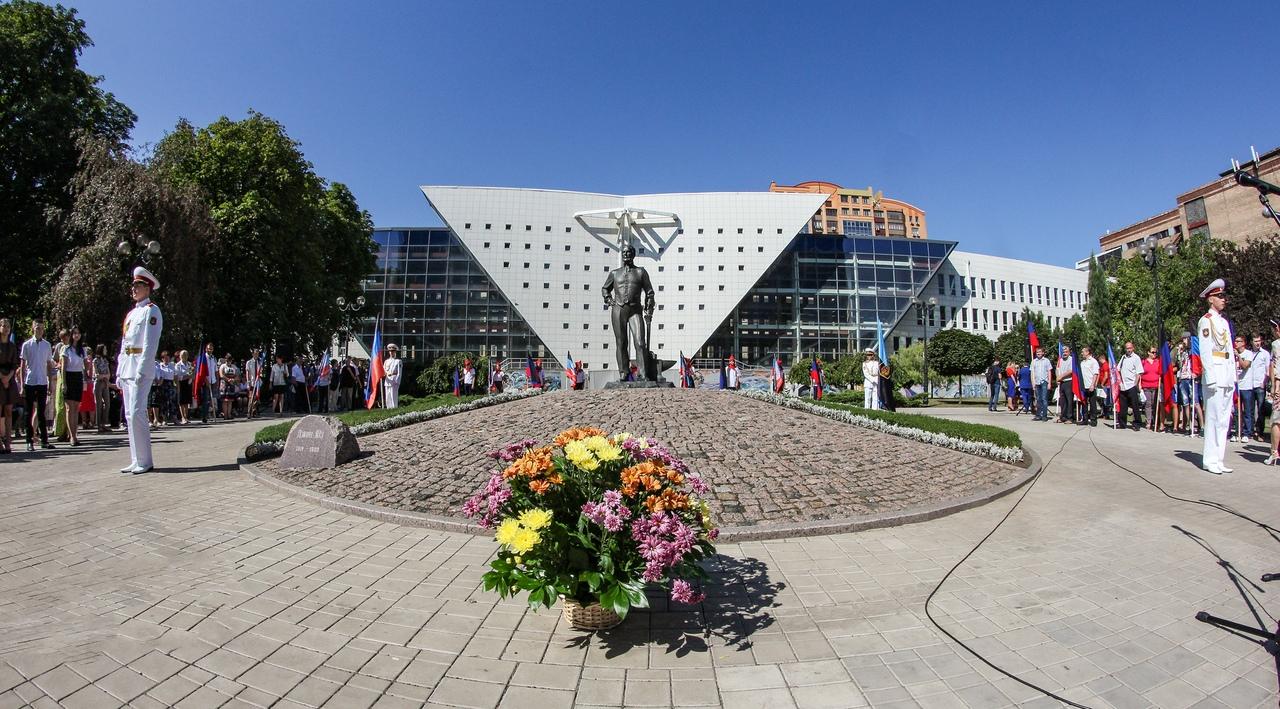 Алексей Кулемзин принял участие в митинге у памятника Джону Джеймсу Юзу