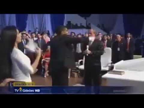 Cabo Daciolo propondo dividir a oferta recolhida pela igreja com os fiéis