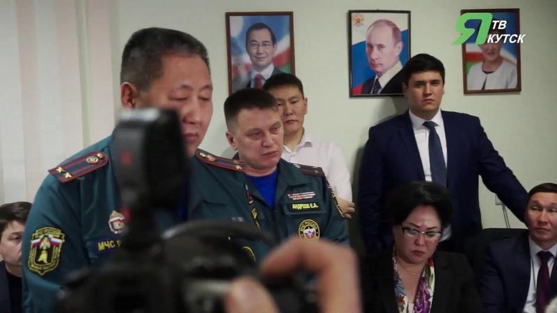 Мэр Якутска сделала замечание сотрудникам МЧС во время встречи с погорельцами
