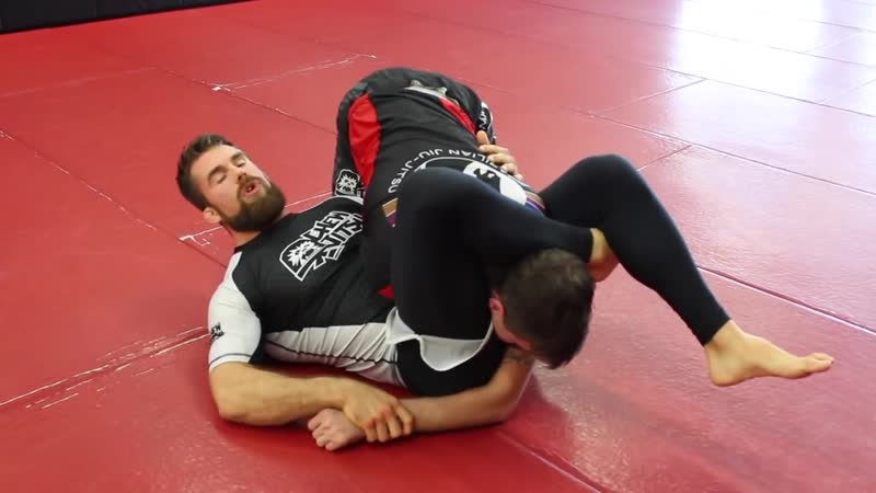 Inverted Triangle Choke Setup against The Over Under Guard Pass