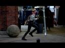 Воинственная Кристен Стюарт на съёмках фильма «Ангелы Чарли»