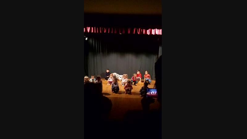 Частичка открытого занятия в театре-студии Алые Паруса 🎭 Никита-это что-то с чем-то🤣 Лисичка у нас - БОКСЁР🥊 неуклюжий медвежо