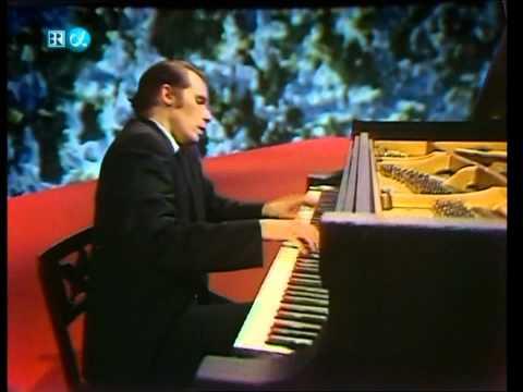 Glenn Gould-Alban Berg-Piano Sonata in One Movement (HD)