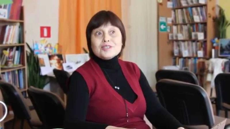 Библиотекарь Галина Кузнецова читает стихи Веры Киселевой