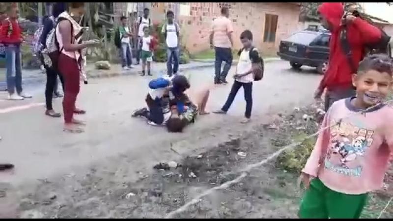 Meninas brigando de pois da escola - YouTube